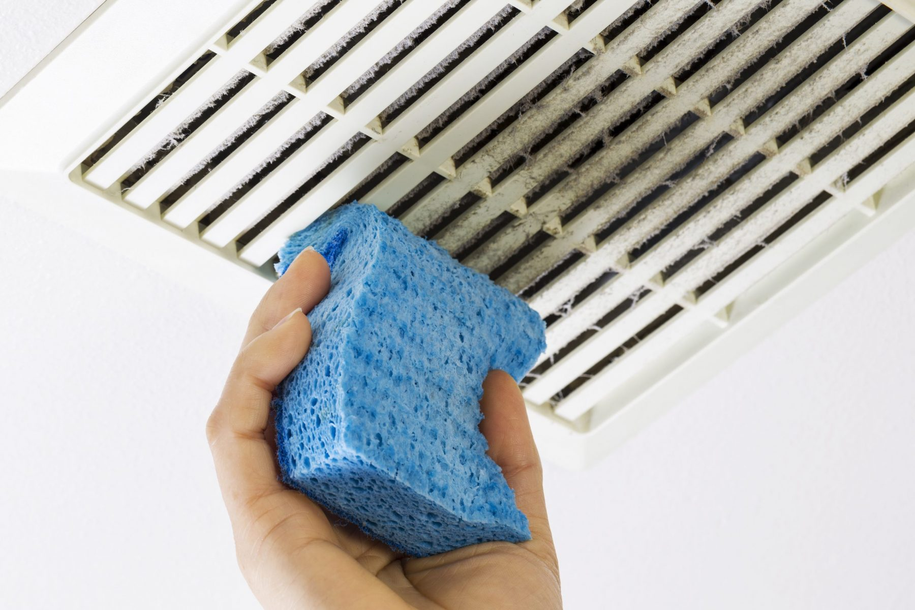 Cleaning vent cover with sponge